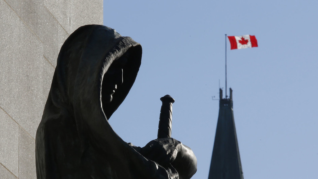 A statue entitled 'Justice' in front the Supreme Court of Canada is framed with the Peace Tower on Parliament Hill in Ottawa April 24, 2014. The Supreme Court of Canada will deliver its opinion Friday on how Canada's unelected Senate can be reformed or abolished. REUTERS/Chris Wattie (CANADA - Tags: POLITICS) - RTR3MJ6J
