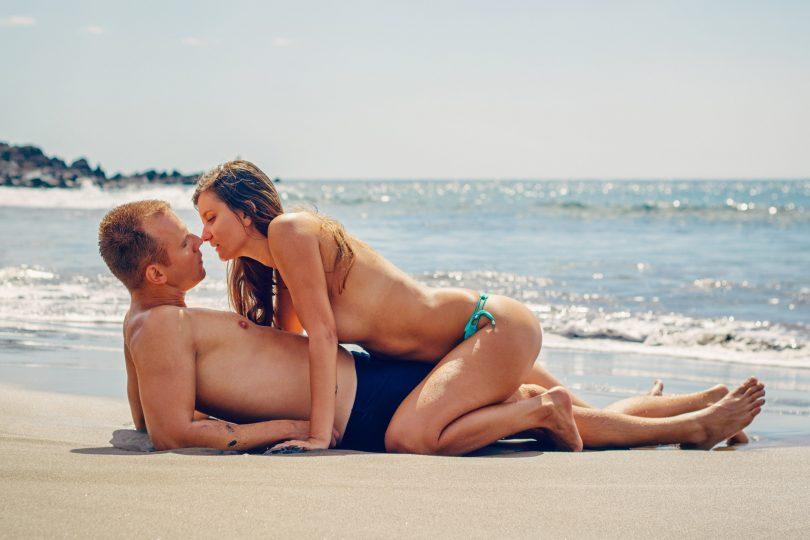 couple sexy beach bodies
